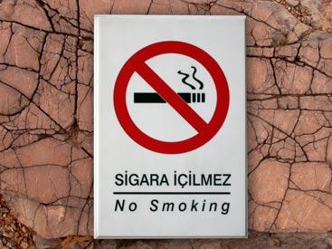 Sigara içilmez. Prohibido fumar.