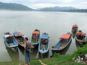Embarcadero de Sinbo en río Ayeyarwady.