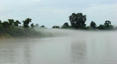Niebla sobre el Ayeryawady.
