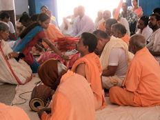 El templo de Jagannath. Entrega del donativo.