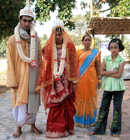 Novios en Tripura Sundari.