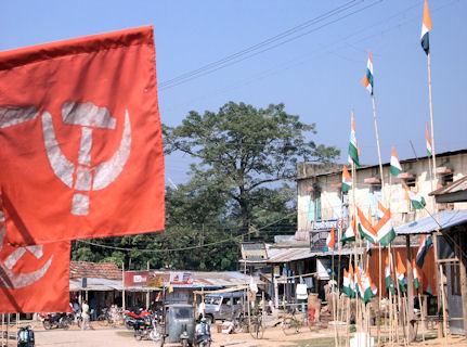 Banderas de elecciones en Matabari.