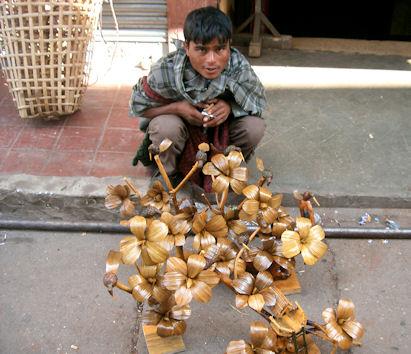 Vendedor callejero en Police Bazar.